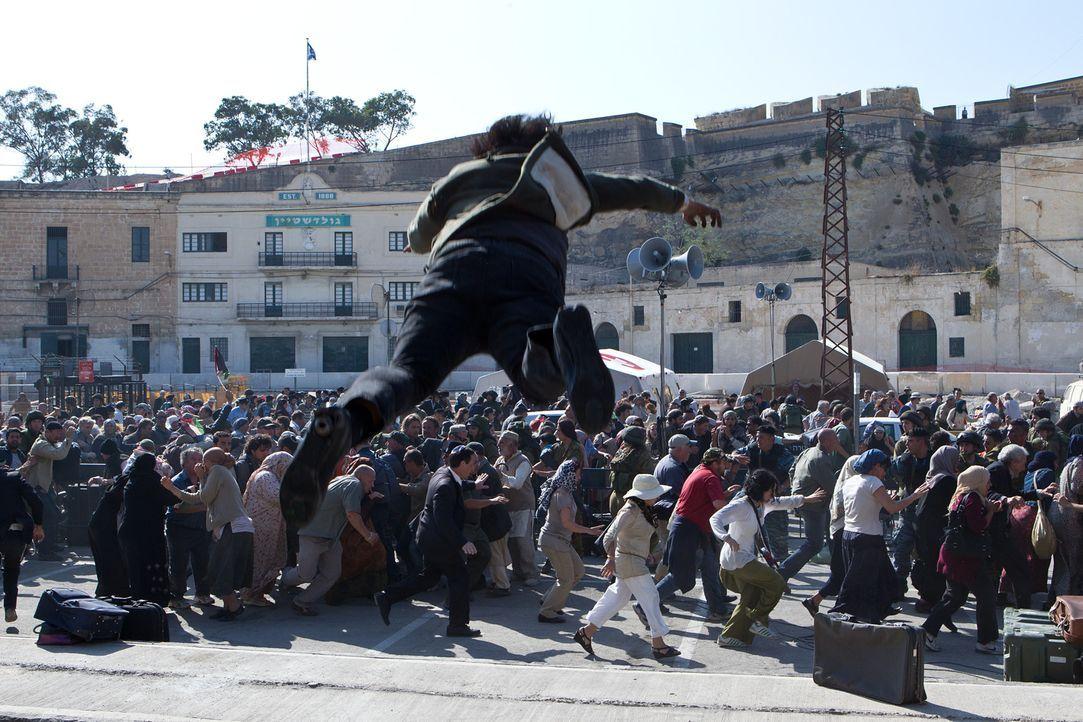 Der Lärm der feiernden Israeliten lockt die Zombies in Scharen an, wodurch sie endlich die Mauer überwinden können ... - Bildquelle: 2013 Paramount Pictures.  All Rights Reserved.