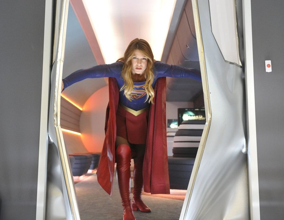 Als National City von mehreren Bombenanschlägen verwüstet wird, steht Kara (Melissa Benoist) unter enormen Druck, den Täter zu finden ... - Bildquelle: 2015 Warner Bros. Entertainment, Inc.