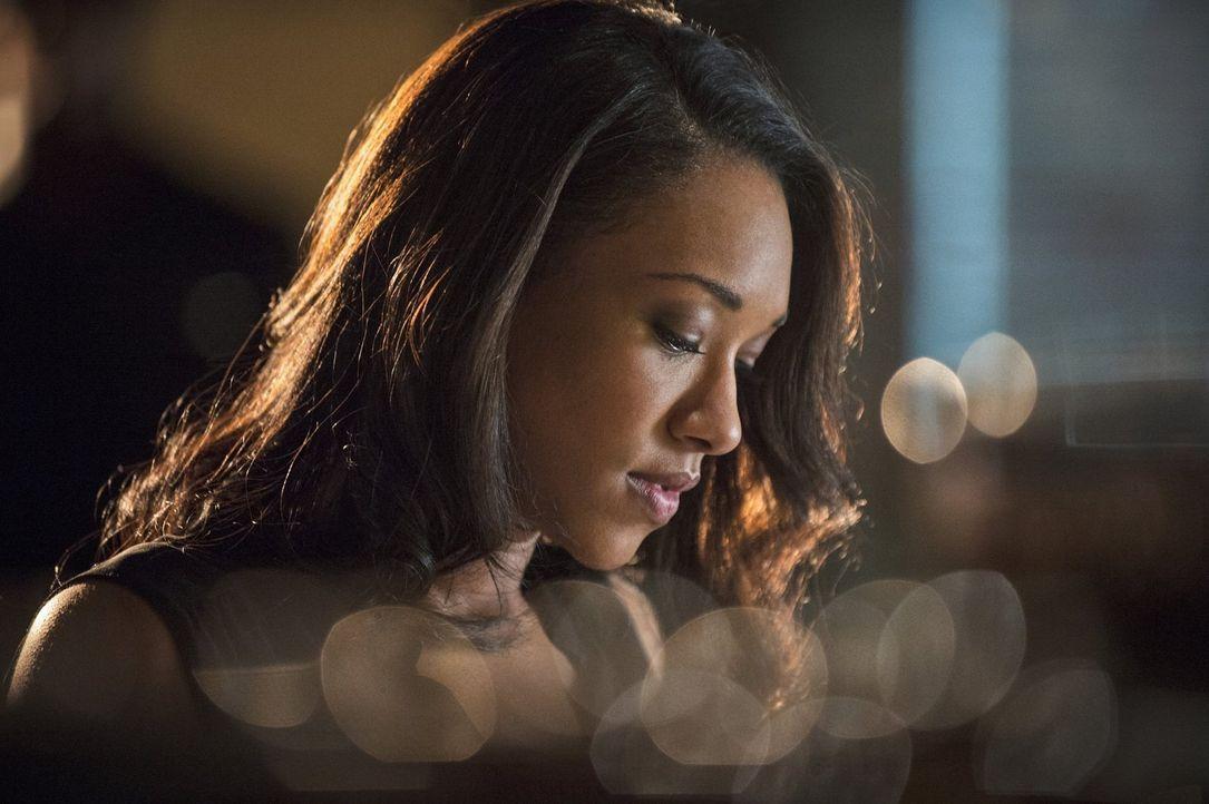 In ihrem Blog will Iris (Candice Patton) über den roten Blitz schreiben. Barry, der Gefahr für sich und die restlichen Metawesen darin sieht, versuc... - Bildquelle: Warner Brothers.