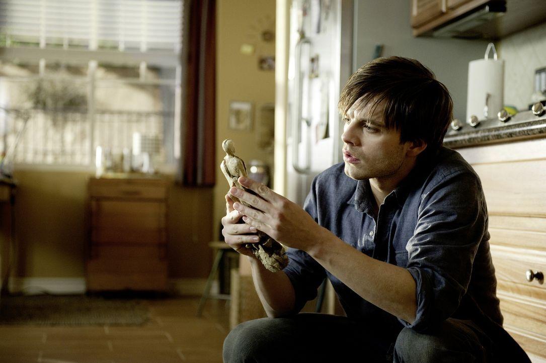 Diese Tür sollte man nicht öffnen! Einst hatte Ben (Sebastian Stan) die Pforte zu einer anderen Welt geöffnet - mit fatalen Folgen ... - Bildquelle: 2012 Dark Castle Holdings, LLC.
