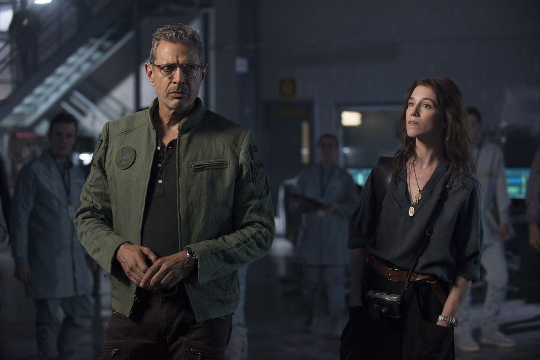 Müssen zusammenarbeiten, als die Aliens nach 20 Jahren erneut angreifen: die Alien-Spezialisten David Levinson (Jeff Goldblum, l.) und Dr. Catherine... - Bildquelle: 2016 Twentieth Century Fox Film Corporation.  All rights reserved.