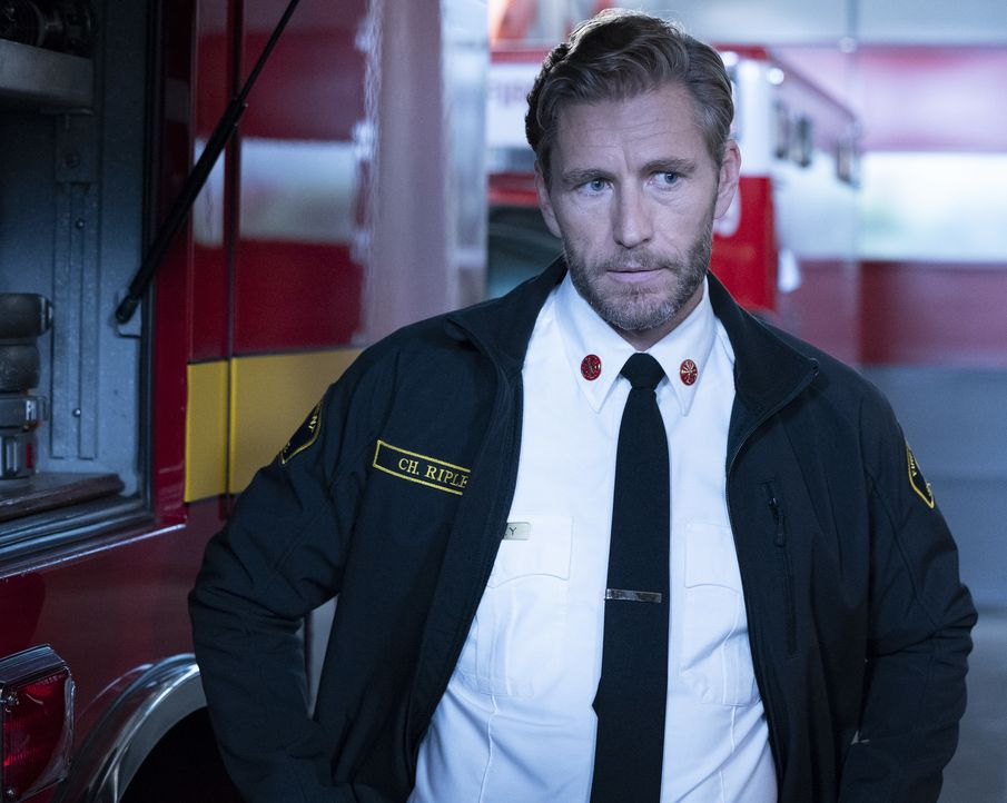 Feuerwehrchef Lucas Ripley (Brett Tucker) - Bildquelle: Mitch Haaseth 2018 American Broadcasting Companies, Inc. All rights reserved.