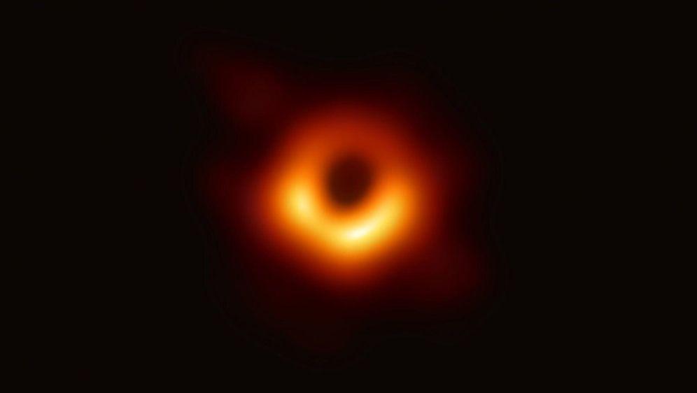 - Bildquelle: Event Horizon Telescope (EHT)/dpa