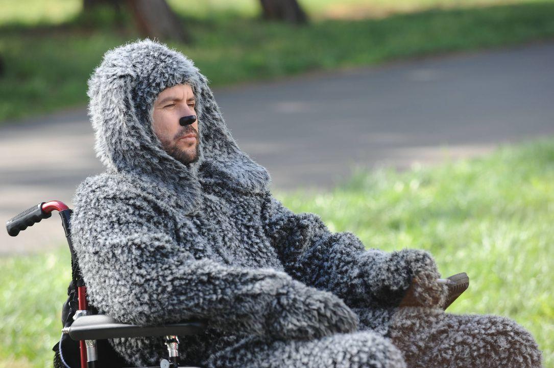 Wilfred (Jason Gann) sitzt nach einem Autounfall im Rollstuhl. Als er Ryan in der Psychiatrie besucht, treibt er ihn fast wieder in den Wahnsinn ... - Bildquelle: 2011 FX Networks, LLC. All rights reserved.
