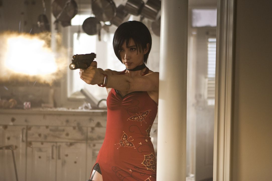 Spionin Ada Wong (Bingbing Li) gerät in die Hände ihrer Erzfeinde ... - Bildquelle: 2011 Davis Films/Impact Pictures (RE5) Inc. and Constantin Film International GmbH.
