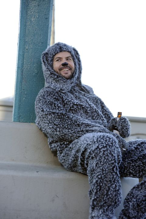 Endlich hat es Wilfred (Jason Gann) geschafft: Er darf Ryan in die Kanzlei begleiten. Zunächst sind auch alle begeistert von dem süßen Hund, doch na... - Bildquelle: 2011 FX Networks, LLC. All rights reserved.