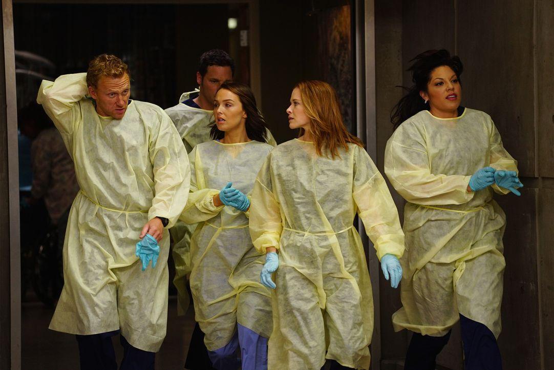 Eine Katastrophe ereignet sich in der Stadt. Für die Ärzte Owen (Kevin McKidd, l.), Alex (Justin Chambers, 2.v.l.), Jo (Camilla Luddington, M.), Apr... - Bildquelle: ABC Studios