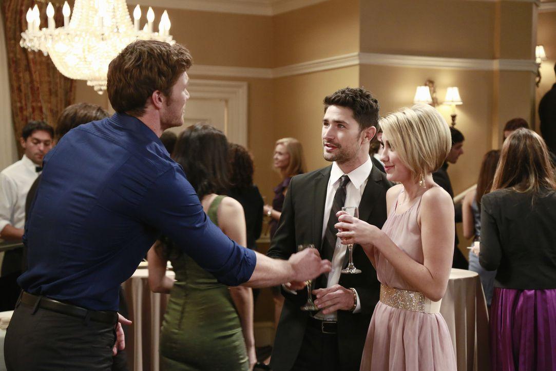 Tucker nervt Danny (Derek Theler, l.) und die anderen, um mit einem Supermodel ausgehen zu können, während Riley (Chelsea Kane, r.) ein Date mit Fit... - Bildquelle: Ron Tom ABC Family