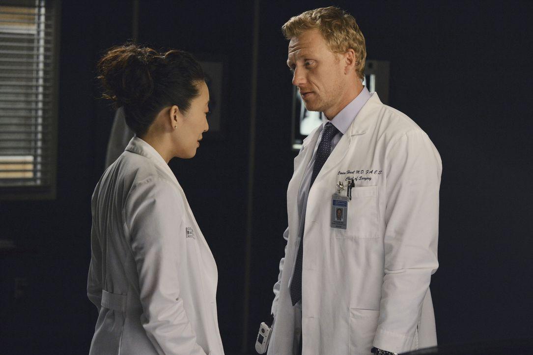 Die Trennung von Christina (Sandra Oh, l.) und Owen (Kevin McKidd, r.) ist für beide nicht einfach. Neue Partner sollen den Schmerz lindern. Ob das... - Bildquelle: ABC Studios