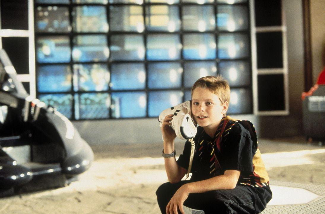 Nach einem Fahrradunfall erhält der kleine Preston Waters (Brian Bonsall) einen Blankoscheck, den er sich auf eine Million Dollar ausstellt. Sofort... - Bildquelle: Walt Disney Pictures