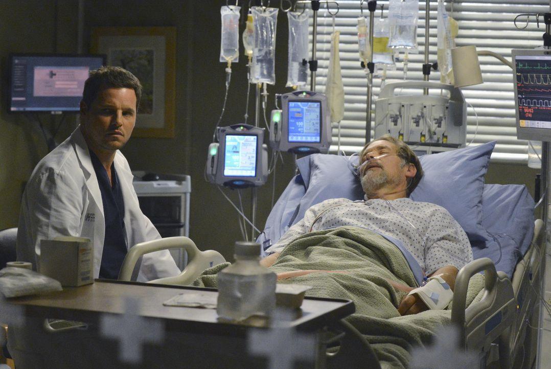 Nach und nach nähert sich Alex (Justin Chambers, l.) wieder seinem Vater Jimmy (James Remar, r.) an, der im Krankenhaus liegt ... - Bildquelle: 2014 American Broadcasting Companies, Inc. All rights reserved.