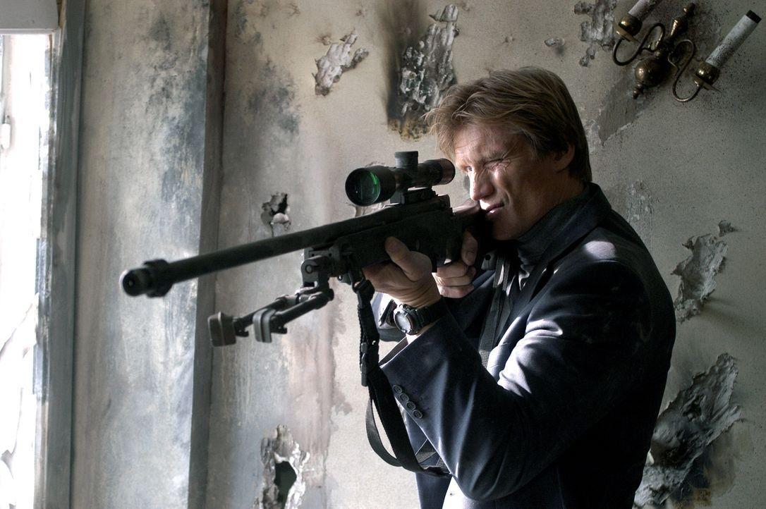 Schon bald wird klar, dass Rockfords (Dolf Lundgren) Truppe von gefährlichen Elitesöldnern attackiert wird, und dann verschwindet auch noch die Sich... - Bildquelle: Licensed by E.M.S. New Media