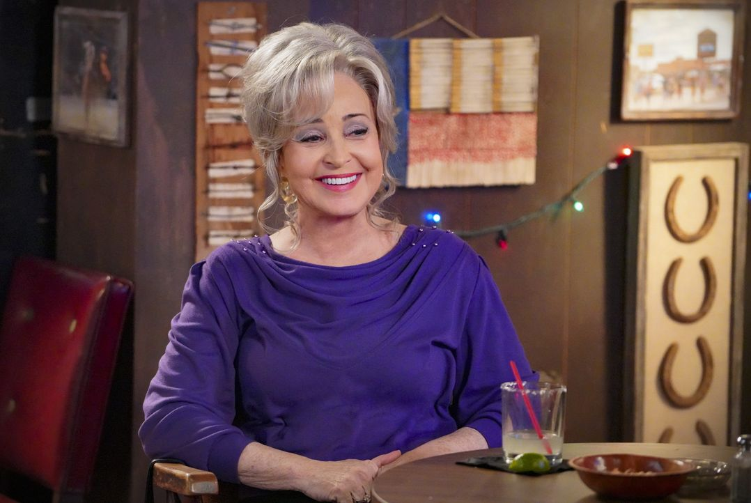 Connie (Annie Potts) - Bildquelle: Bill Inoshita 2020 Warner Bros. Entertainment Inc.  All Rights Reserved. / Bill Inoshita