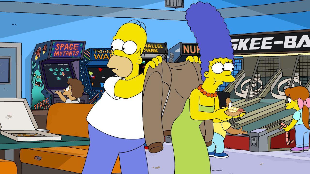 Homer (l.); Marge (r.) - Bildquelle: 2020 by Twentieth Century Fox Film Corporation.