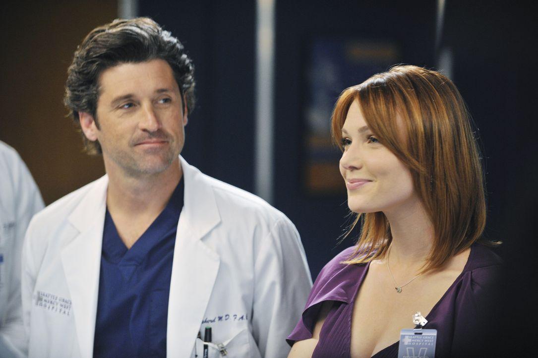 Während auf Derek (Patrick Dempsey, l.) eine ganz besondere Überraschung wartet, muss Lexie mit Marks neuer Freundin Julia (Holley Fain, r.) zusam... - Bildquelle: ABC Studios
