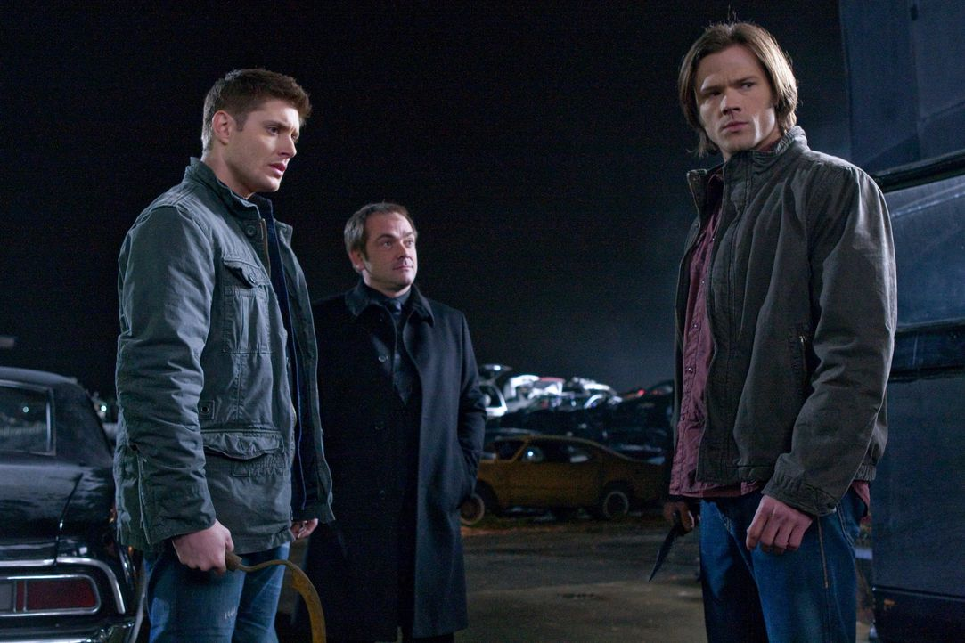 Crowley (Mark Sheppard, M.) bietet an, den Aufenthaltsort des Todes im Tausch gegen Bobbys Seele zu offenbaren, während Pestilenz einen tödlichen... - Bildquelle: Warner Brothers