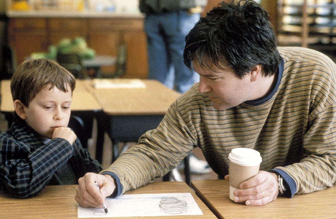 Drehpause: Regisseur Gore Verbinski, r. malt mit dem kleinen David Dorfman, l. ein Bild. - Bildquelle: TM &   2002 Dreamworks LLC. All Rights Reserved