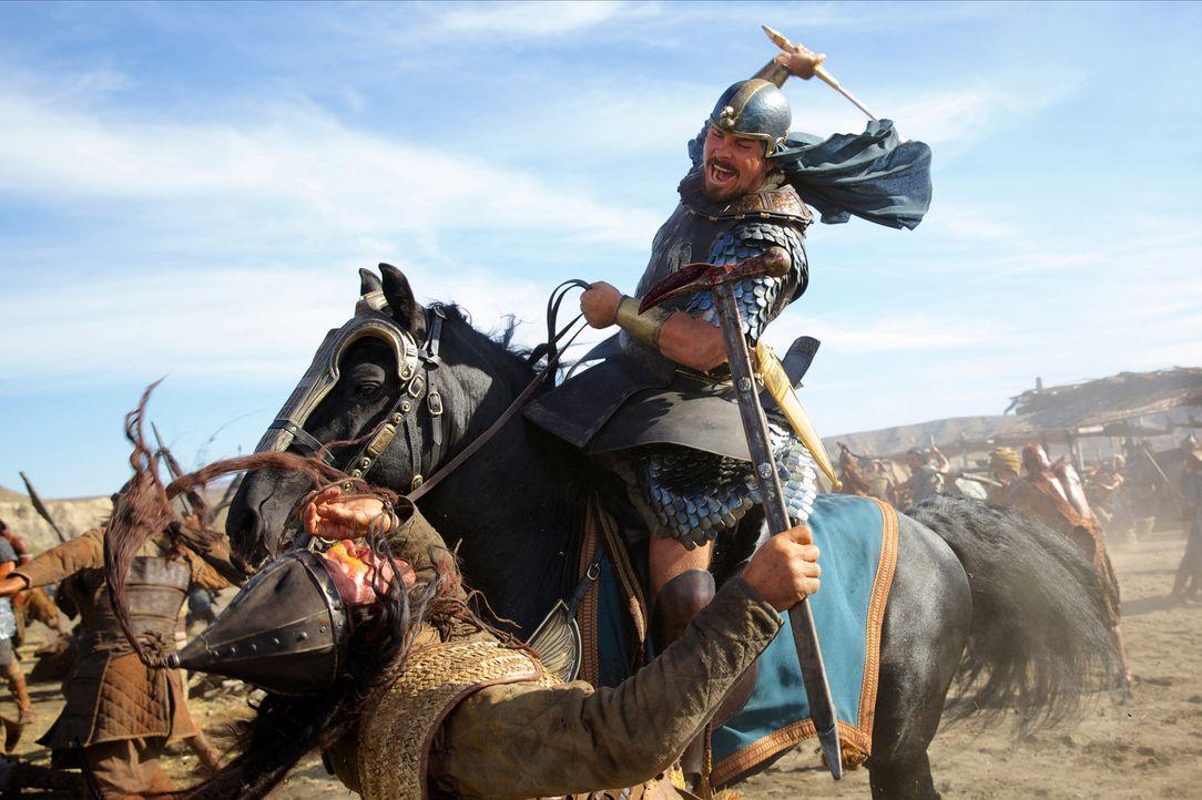 Als Moses (Christian Bale) das Leben Ramses rettet, steigt er in der Achtung von dessen Vater noch mehr an und ruft so Neid und Missgunst hervor - m... - Bildquelle: 2014 Twentieth Century Fox Film Corporation. All rights reserved.