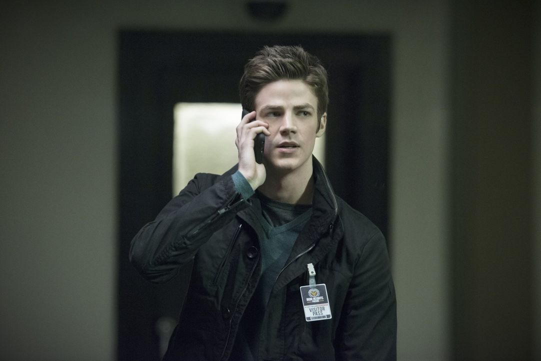 Barry (Grant Gustin) ist verwirrt. Kann er Dr. Wells wirklich noch trauen? - Bildquelle: Warner Brothers.