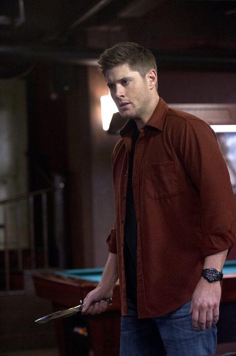 Eine Zusammenkunft mit Crowley bringt Dean (Jensen Ackles) neue Hoffnungen, das Mal doch noch loszuwerden ... - Bildquelle: 2016 Warner Brothers