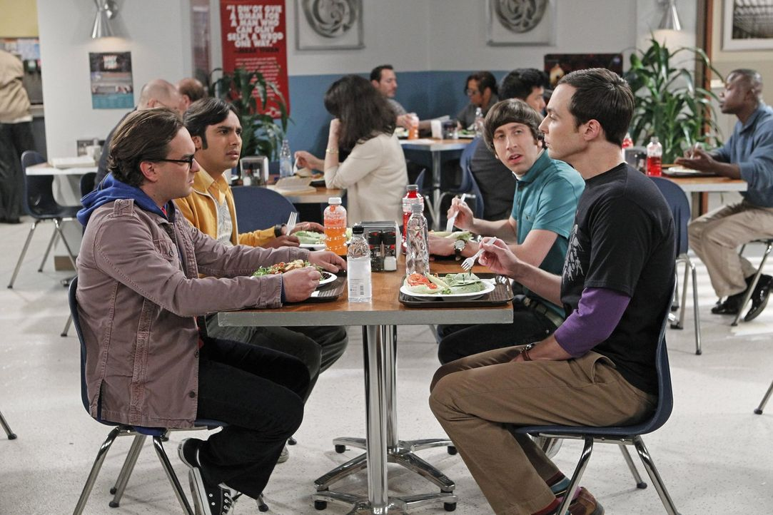 Gute Freunde: Howard (Simon Helberg, r.), Sheldon (Jim Parsons, 2.v.r.), Leonard (Johnny Galecki, l.) und Raj (Kunal Nayyar, 2.v.l.) ... - Bildquelle: Warner Brothers