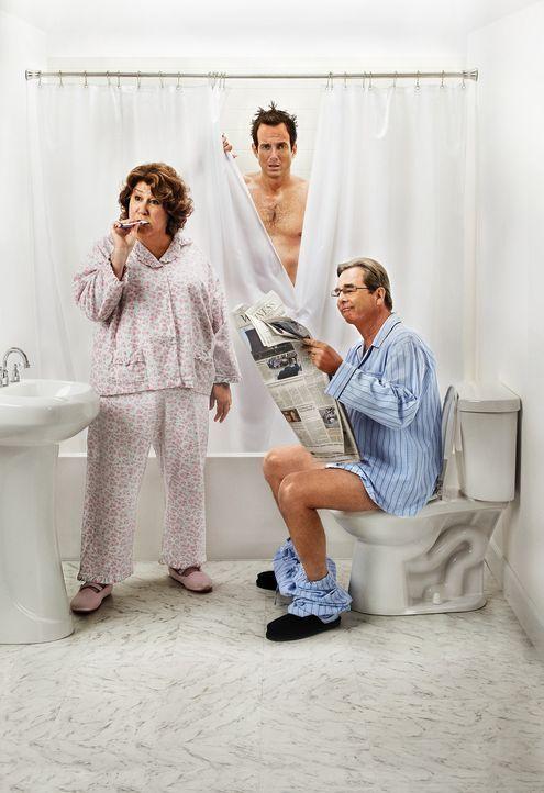 (1. Staffel) - The Millers - Eine Familie im Ausnahmezustand: Nathan (Will Arnett, M.), Carol (Margo Martindale, l.) und Tom (Beau Bridges, r.) ... - Bildquelle: 2013 CBS Broadcasting, Inc. All Rights Reserved.
