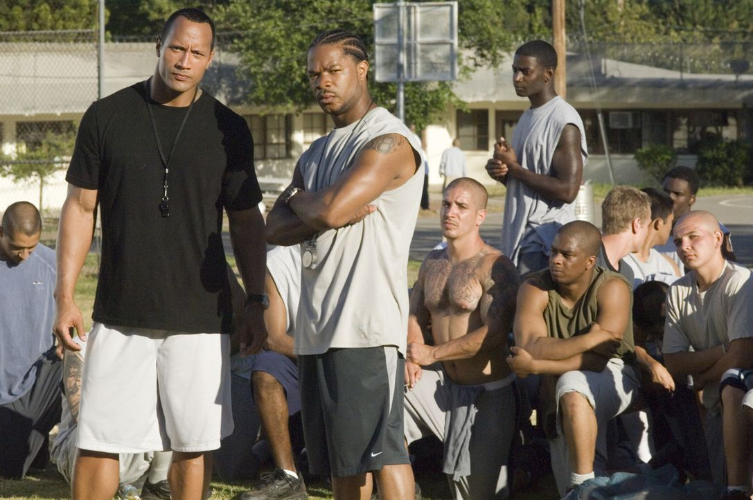 Als Trainer einer Footballmannschaft mit lauter kriminellen Jugendlichen haben es Sean (Dwayne Johnson, l.) und Malcolm  (Xzibit, M.) nicht leicht ... - Bildquelle: Copyright   2006 Columbia Pictures Industries, Inc. and GH One LLC. All Rights Reserved.