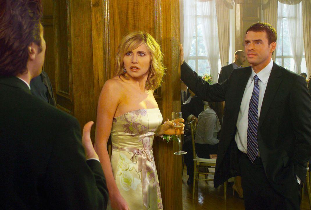 Nachdem J.D. (Zach Braff, l.) Elliot (Sarah Chalke, M.) gesagt hatte, dass er sie nicht liebt, versucht er wegen seines schlechten Gewissens, sie wi... - Bildquelle: Touchstone Television