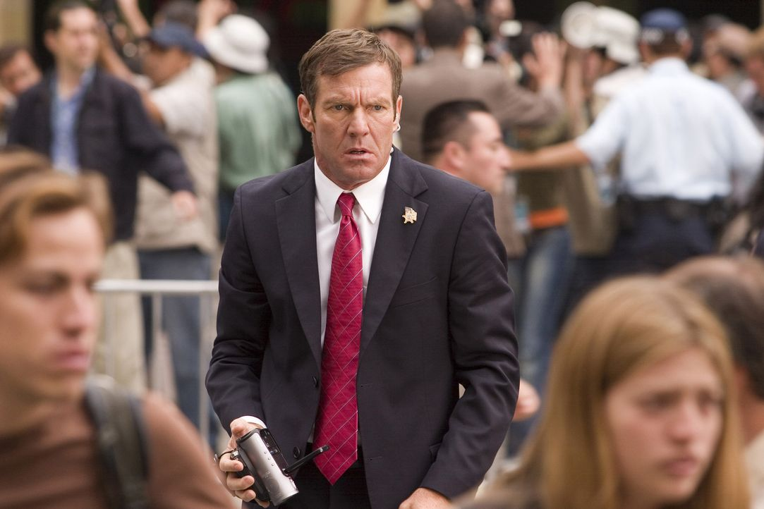 Secret Service Agent Thomas Barnes (Dennis Quaid) hat eine schreckliche Vorahnung ... - Bildquelle: 2008 Columbia Pictures Industries, Inc. and GH Three LLC. All Rights Reserved.