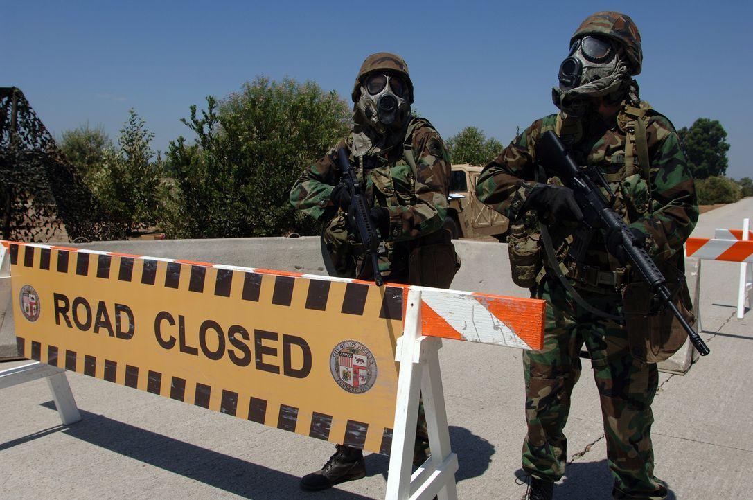 Ganz L.A. und Umgebung wird unter Quarantäne gestellt. Das Militär und die Nationalgarde errichten Straßensperren ... - Bildquelle: 2006 RHI Entertainment Distribution, LLC