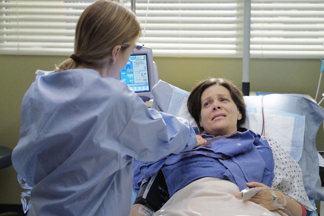Kann Meredith (Ellen Pompeo, l.) das Leben von Daphne (Meredith Salenger, r.) retten? Ein Wettlauf gegen die Zeit beginnt ... - Bildquelle: Tony Rivetti ABC Studios