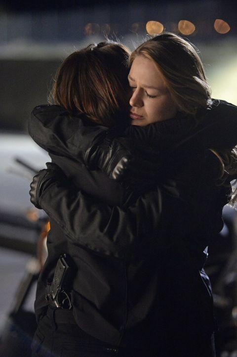 Kara (Melissa Benoist, r.) kann nur schwer akzeptieren, dass sich ihre Schwester Alex (Chyler Leigh, l.) ohne sie auf eine gefährliche Mission begeb... - Bildquelle: 2015 Warner Bros. Entertainment, Inc.