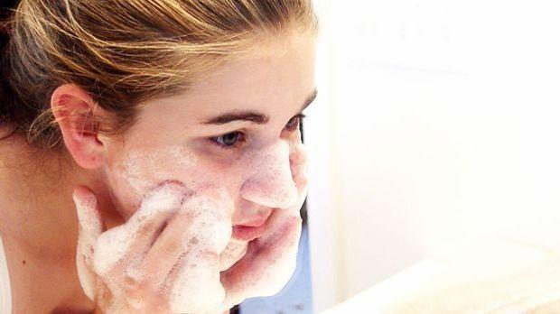 Gesichtswasser, Peeling, Cremen und vieles mehr – welche Produkte gehören wir...
