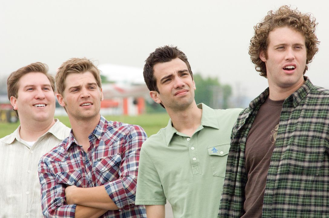 Seine Freunde (v.l.n.r.: Nate Torrence, Mike Vogel,  T.J. Miller) reden Kirk (Jay Baruchel, 2.v.r.) ein, dass Traumfrau Molly eine Nummer zu groß fü... - Bildquelle: 2009 DREAMWORKS LLC.  All Rights Reserved.