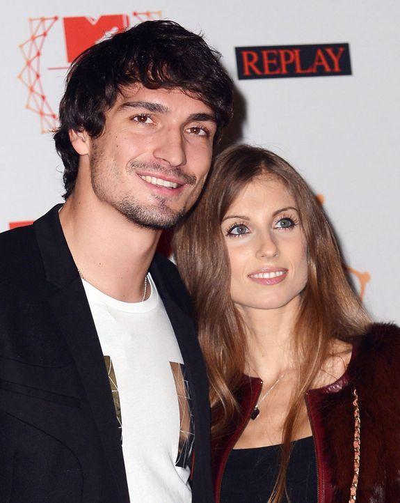 Mats-Hummels-Cathy-Fischer-12-11-11-dpa - Bildquelle: dpa