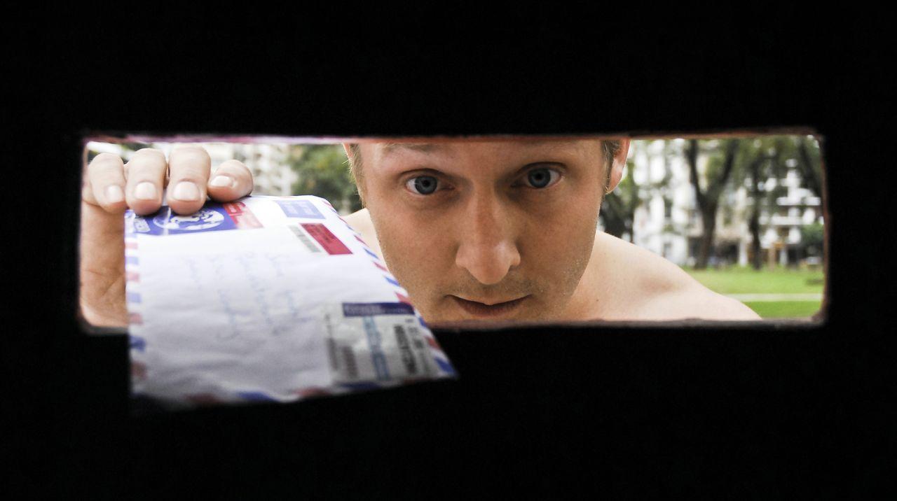 Pitschis (Maximilian Brückner) Leben könnte perfekt sein, doch plötzlich packt ihn eine Panikattacke und kurzerhand findet er sich in Buenos Aires w... - Bildquelle: Sony Pictures Television Inc. All Rights Reserved.
