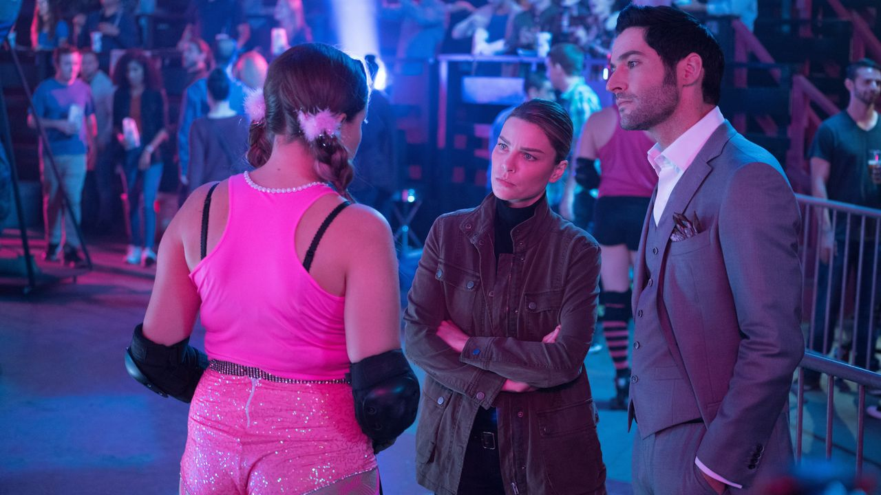 Chloe (Lauren German, M.); Lucifer (Tom Ellis, r.) - Bildquelle: Michael Desmond 2017 Fox Broadcasting Co./Michael Desmond