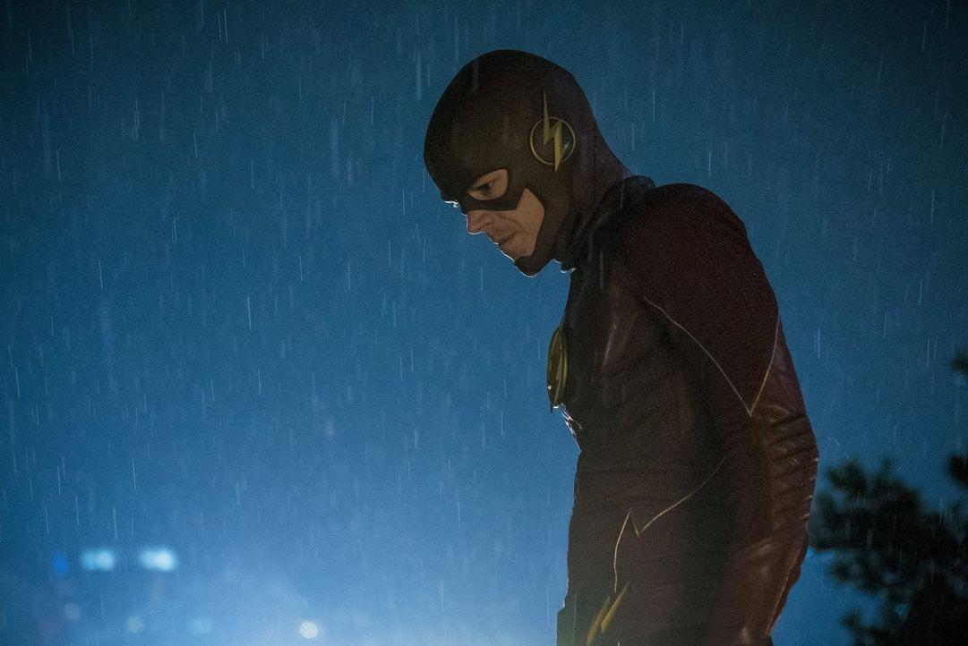 Eigentlich will Barry alias The Flash (Grant Gustin) einen Weg finden, um Savitar ein für alle Mal auszulöschen. Doch dieser macht dem Team klar, da... - Bildquelle: 2016 Warner Bros.