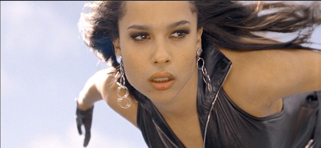 Die wunderschöne Tänzerin Angel (Zoe Kravitz) kann Flügel aus ihrem Rücken wachsen lassen, um damit zu fliegen. Zu ihren Waffen gehört ein töd... - Bildquelle: TM and   2011 Twentieth Century Fox Film Corporation, All Rights Reserved.