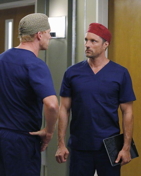 Owen (Kevin McKidd, l.) reagiert gereizt auf Dr. Nathan Riggs (Martin Henderson, r.). Doch warum nur? - Bildquelle: Vivian Zink ABC Studios