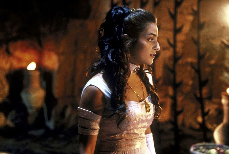 Sehnsüchtig wartet die in Gefangenschaft geratene Prinzessin Shalazar (Lisa Ann Russell) auf ihren Befreier ...