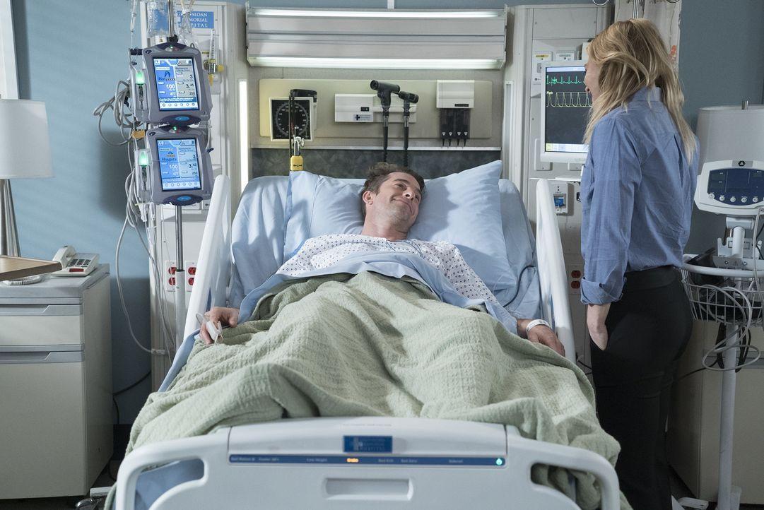 Dr. Nick Marsh (Scott Speedman, l.) entwickelt sich zu einem besonderen Patienten für Meredith (Ellen Pompeo, r.) ... - Bildquelle: Eric McCandless 2017 American Broadcasting Companies, Inc. All rights reserved./Eric McCandless