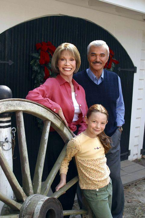 Der kleinen Travis (Holliston Coleman, M.) gelingt es, ihrer verbitterten Tante (Mary Tyler Moore, l.) neuen Lebensmut zu schenken - und Samuel Madi... - Bildquelle: Viacom Productions Inc.