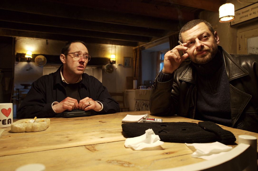 Eigentlich dachten Peter (Reece Shearsmith, l.) und David (Andy Serkis, r.), einen großen Coup zu drehen, doch ihr Plan geht gehörig nach hinten los... - Bildquelle: 2008 Steel Mill (Yorkshire) Limited/UK Film Council. All Rights Reserved.