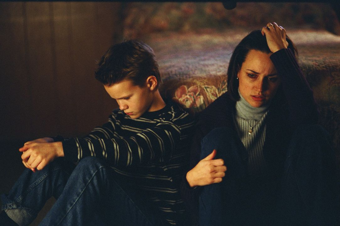 Ahnen nicht, was Jesse so sehr zusetzt: Amelia (Julie Ann Emery, r.) und Charlie Keys (Devin Douglas Drewitz, l.) ... - Bildquelle: TM &   DREAMWORKS LLC.All Rights Reserved