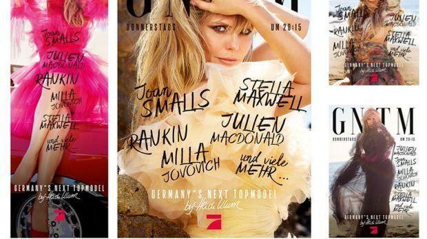 Heidi Klum posiert am Strand von Malibu für die Plakate der neuen Kampagne vo...