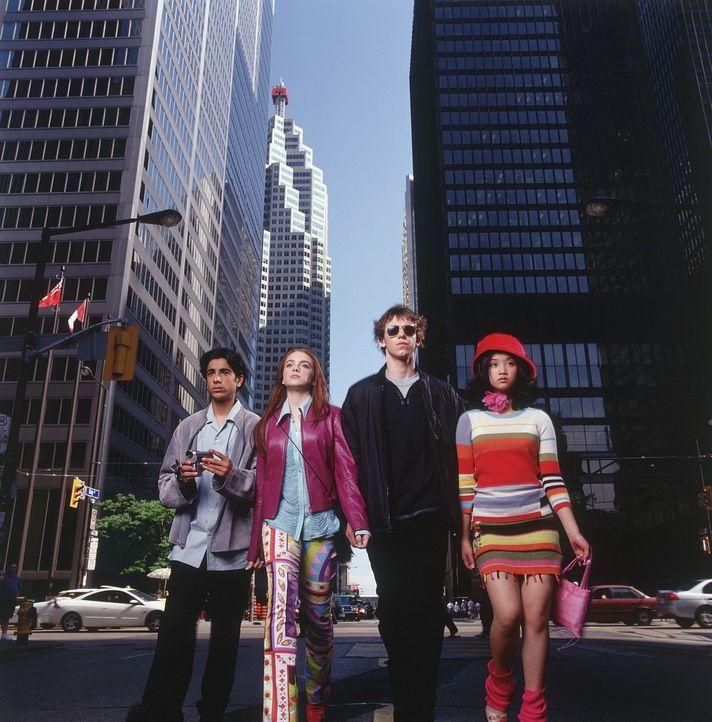 Zusammen machen sich Lexy (Lindsay Lohan, 2.v.l.), Jack (Bug Hall, 2.v.r.) und Jennifer (Brenda Song, r.) daran, ein überaus rätselhaftes Geheimni... - Bildquelle: Disney