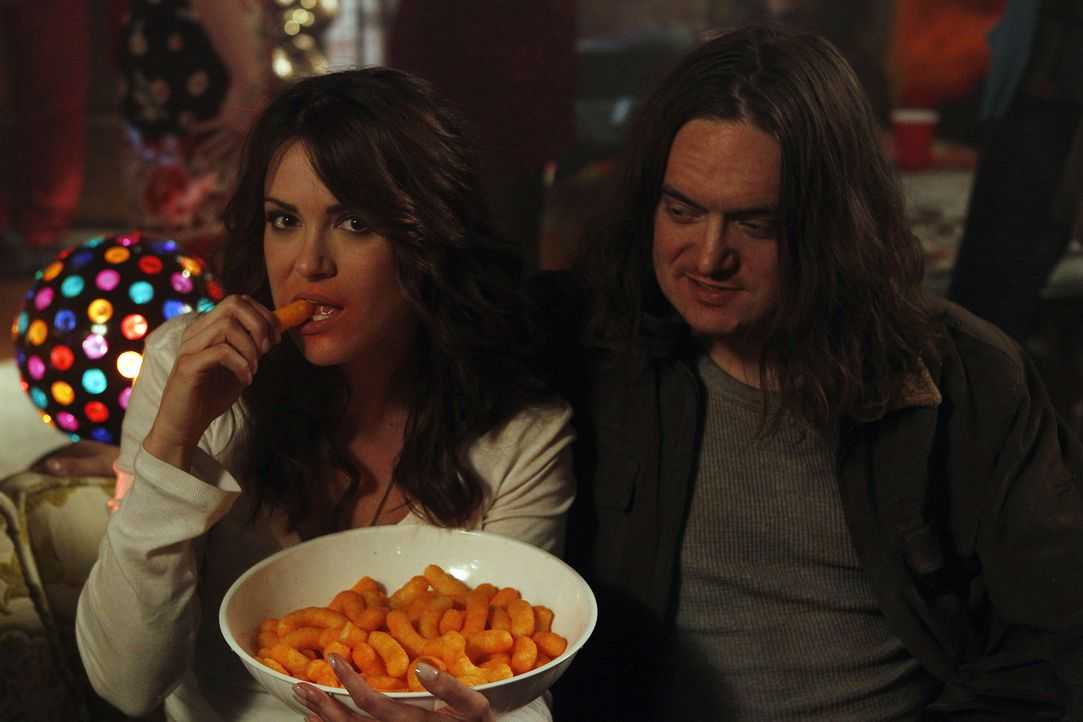 Während Aaron erfährt, dass sein früherer Schwarm einen ehemaligen Klassenkameraden heiratet, erlebt Sara (Danneel Ackles, l.) einen ganz besonde... - Bildquelle: NBC Universal, Inc.