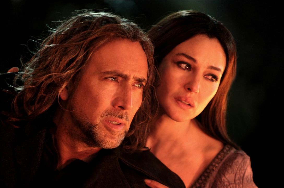 Nach über 1000 Jahren kämpfen Balthazar Blake (Nicolas Cage, l.) und Veronica (Monica Bellucci, r.) erneut gegen die Oberhexe Morgan Le Fay und ei... - Bildquelle: Robert Zuckerman, Abbot Genser, Eric Liebowitz, Myles Aronowitz Disney Enterprises, Inc. and Jerry Bruckheimer Inc.  All rights reserved.