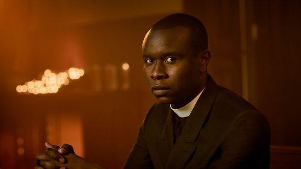 Kurt Egyiwan spielt Pater Bennett in The Exorcist